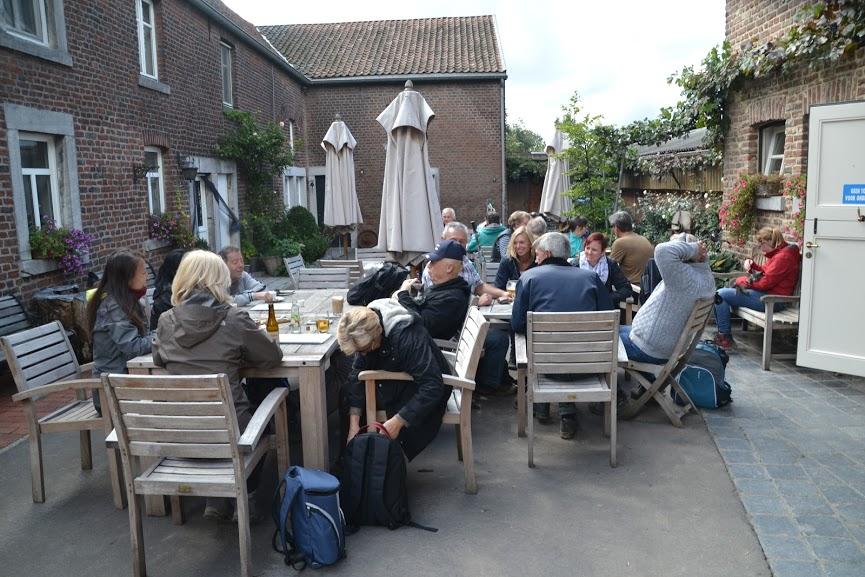 Startplaats meestal aan een café